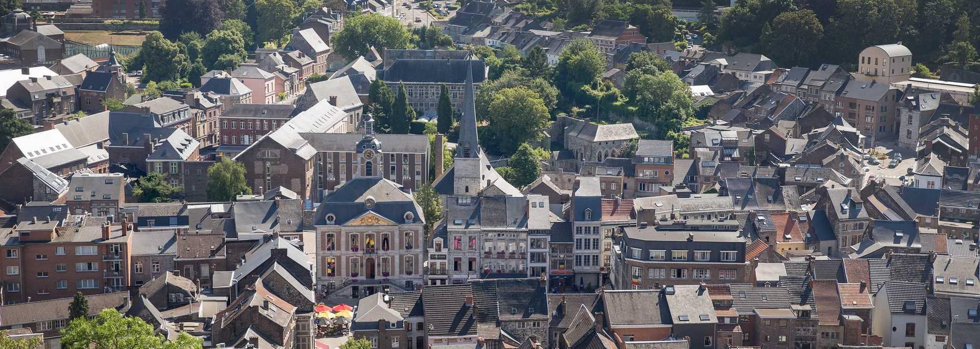Vue aérienne de la ville de Huy