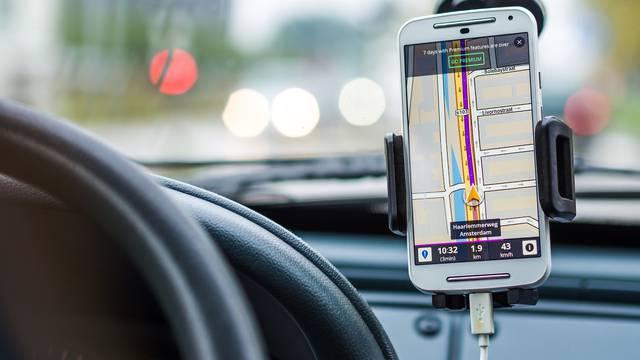 Système de navigation dans voiture