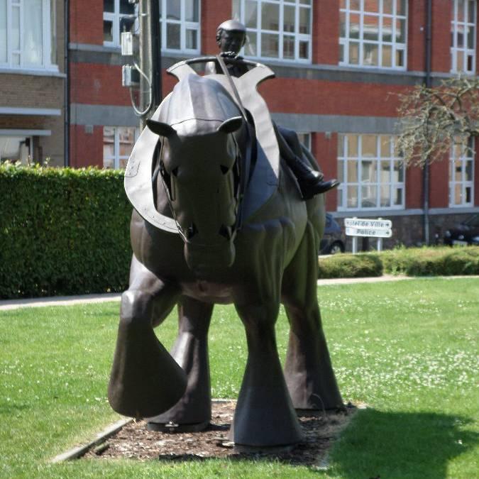 Sculpture dans le parc des Maïeurs à Waremme